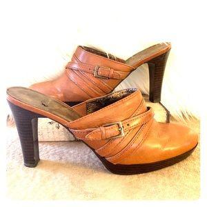 Enzo Angiolini tan leather mule